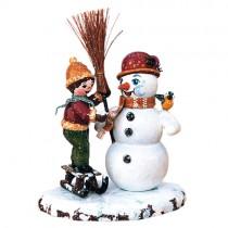 Hubrig - Winterkinder - Junge mit Schneemann
