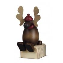 Köhler - Elch Olaf auf Kante sitzend (Der Elch wird ohne Deko-Klotz geliefert)