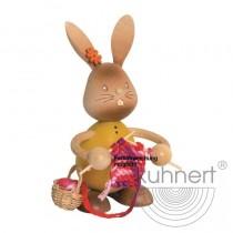 Kuhnert - Stupsi Hase mit Strickzeug